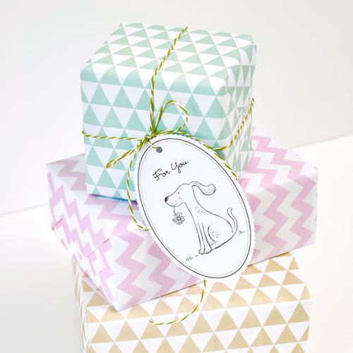 Geschenkpapier Dreiecke Beige